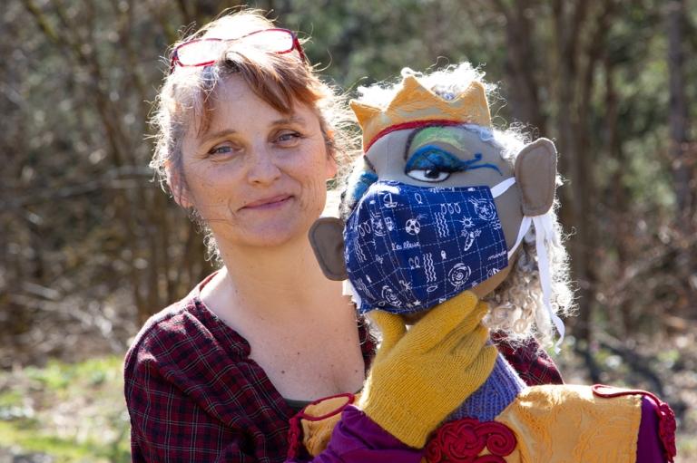 Lisa Engel mit großer Puppe